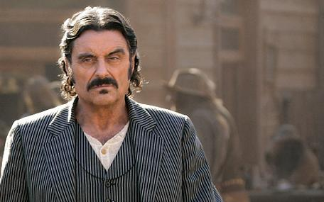 ian_mcshane_swearengen_deadwood_blackbeard_barbe_noire_pirates_des_caraibes_4_on_stranger_tides